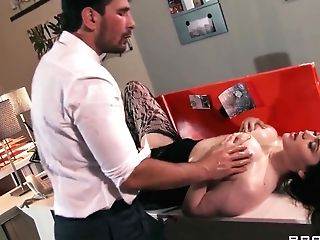 Tessa Lane Is Fucked Hard As Hell By Her Chief