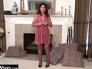 Usawives - Matures In Pantyhose Using Gear On Her Poon