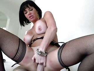 Juggy Cougar Veronica Avluv Luvs Eating Hard And Meaty Dick